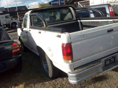 Recuperan una camioneta melliza que vendieron en compraventa de autos