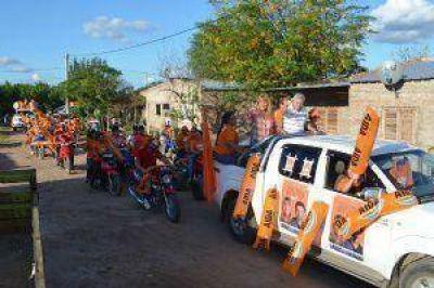 Aída Ayala recorrió los barrios de Du Graty junto al precandidato Juan Carlos Polini