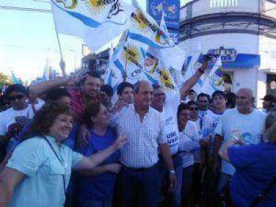 Multitudinario acompañamiento en la caminata de Omar Judis por las calles de Sáenz Peña