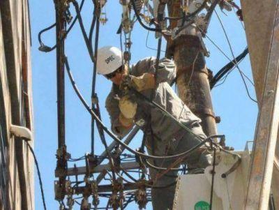 Capital: DPEC ejecuta tarea en líneas de media tensión en más de diez barrios