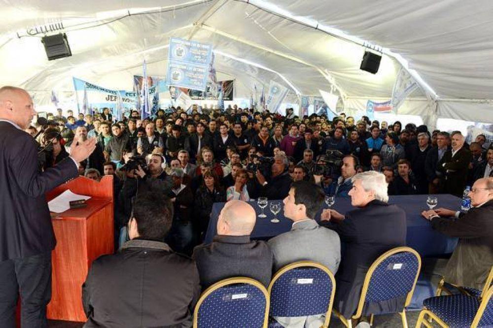 Buzzi firmó con CAPSA la adecuación del último yacimiento de Chubut a la Ley Provincial de Hidrocarburos