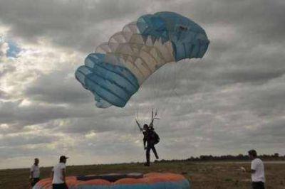 Comenzó el Nacional de Paracaidismo en el Aeropuerto Internacional de Termas