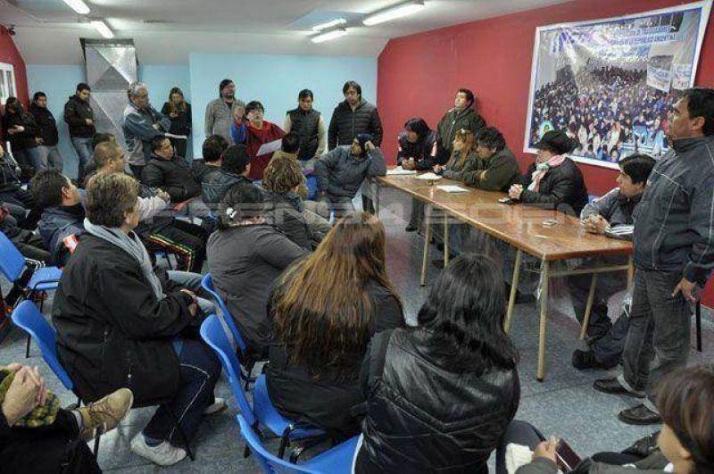Municipales rechazaron el ofrecimiento del 5% y el conflicto entra en un laberinto sin salida