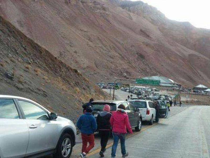 El conflicto gremial de Aduaneros continúa en Chile y cerraron el paso por falta de guardias mínimas