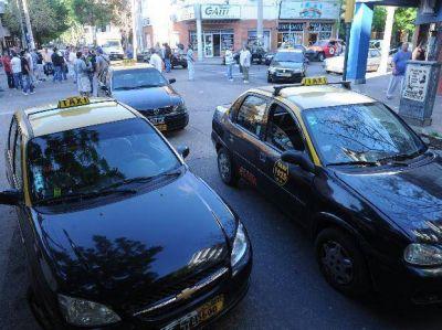 Un taxista cayó en una emboscada y sufrió un violento asalto en la zona oeste de Rosario