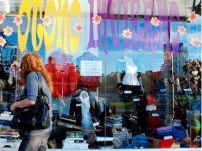 El calor en pleno otoño complica a los comercios que venden ropa