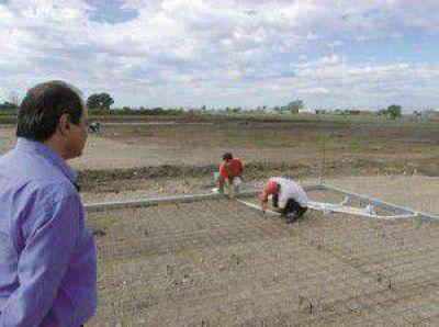 Se inició la construcción de 25 casas en Crespo