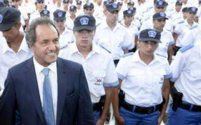 Scioli recorrió la Escuela de Policía local en José C. Paz