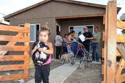 Entregan nuevas viviendas a familias que viven a la vera del Arroyo El Gato