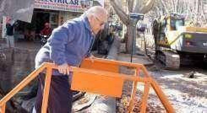 Comerciantes denuncian caos por demora de obras cloacales