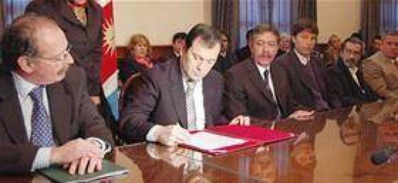 La Naci�n aporta $325 millones para Santiago