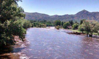 Buscan intensamente a un joven en el río Cosquín
