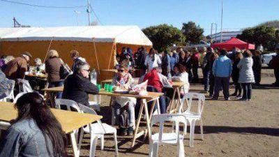 Numerosos vecinos participaron de la Feria Gastronómica en El Cóndor