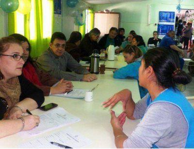 """""""Casa Abierta"""" en Las Plumas: el Gobierno entregó 16 créditos de honor a vecinos"""