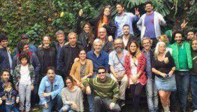 Domínguez recibió el apoyo de un grupo de artistas a su candidatura