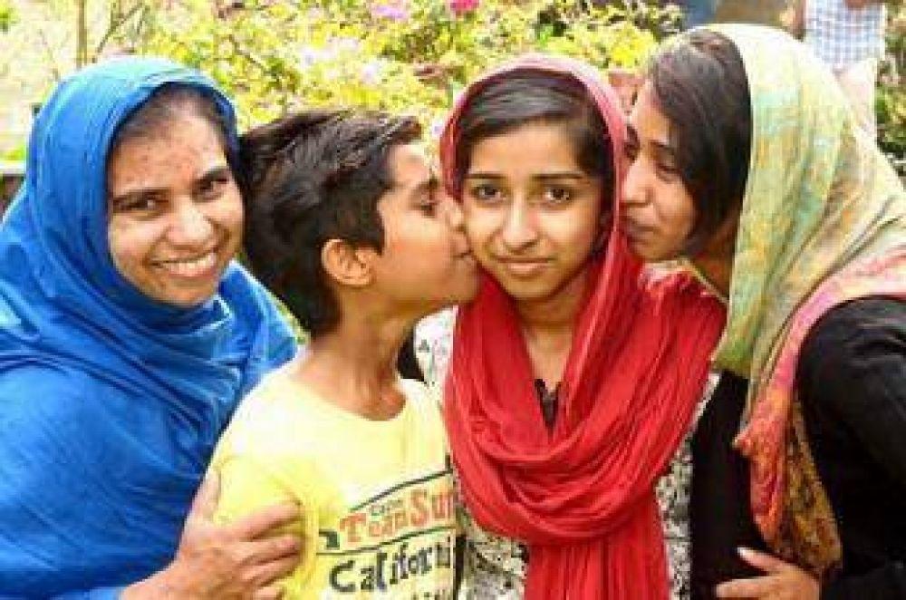 Dos musulmanas de la India accedieron a la escuela de medicina con el mejor promedio