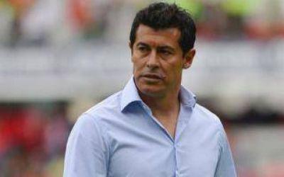 Echaron a Almirón como DT de Independiente