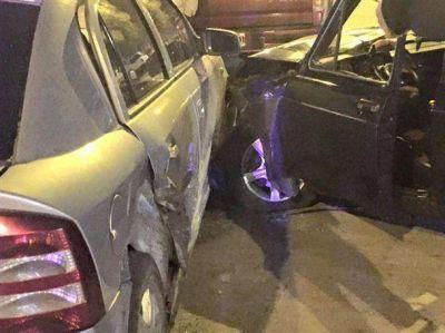 Choque con daños para dos vehículos