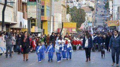 Niños y jóvenes fueron los grandes protagonistas del desfile patrio