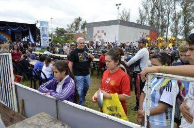 Fabián Ríos y Any Pereyra compartieron con los vecinos la multitudinaria celebración popular