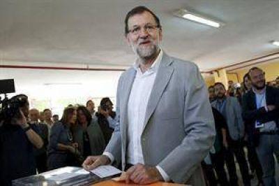Rajoy descarta cambios tras el desastre