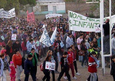 25 de Mayo: tres mil vecinos marcharon pidiendo justicia por los abusos en el jard�n