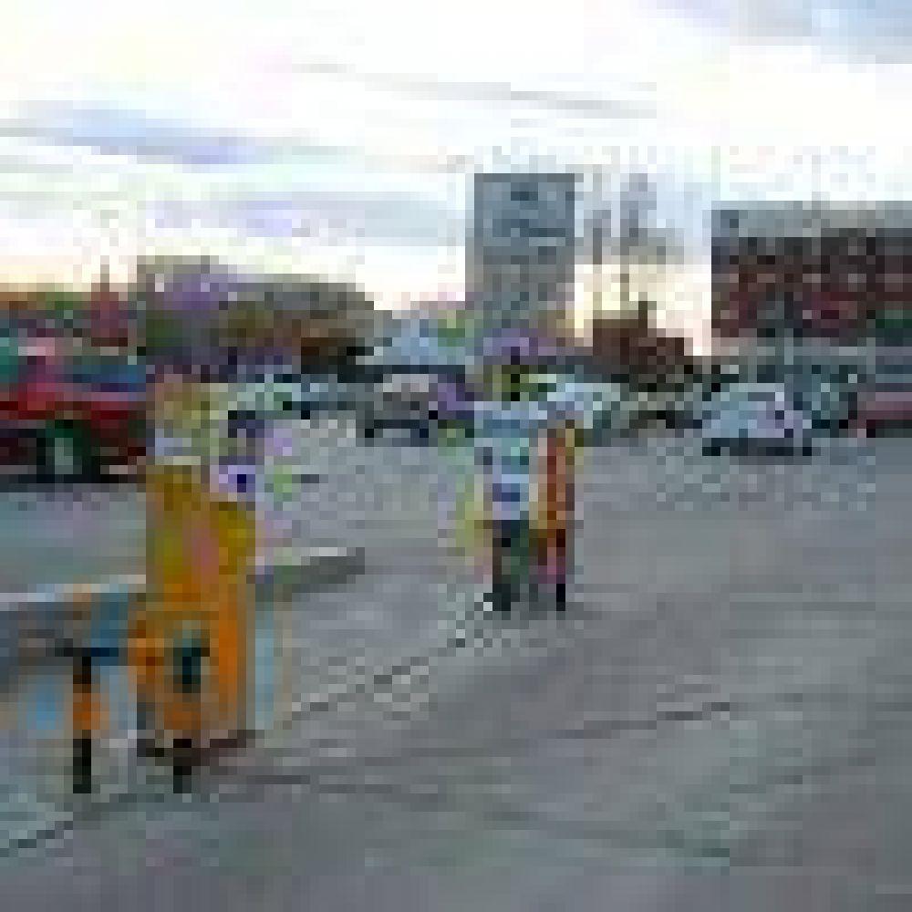 Municipales bloquean la salida del playon del SEMCO