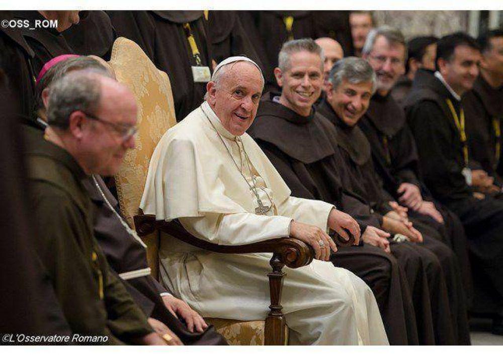 El pueblo los ama, sean pobres y humildes, dijo el Papa a los Frailes Menores