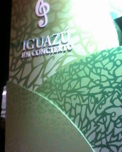 Iguazu en Concierto hizo vibrar al público con el Himno Nacional en su apertura