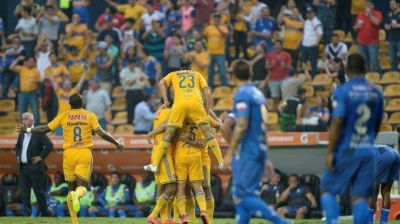 Tigres sac� al Emelec de De Felippe por sus argentinos y es el primer Semifinalista