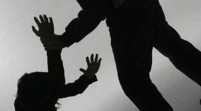 Polic�a herido al intentar separar a una pareja que peleaba
