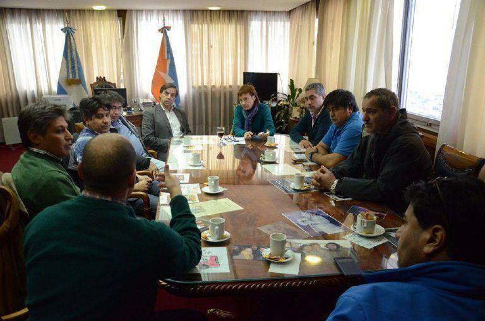 La Gobernadora se interiorizó sobre la situación del Policlínico de la UOM