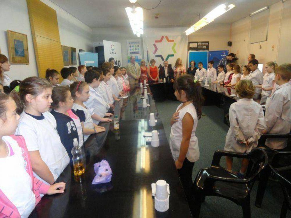 La DAIA festejó la Revolución de Mayo con alumnos de nivel primario de la escuela Scholem Aleijem