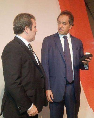 Gleadell participó de una charla con Daniel Scioli