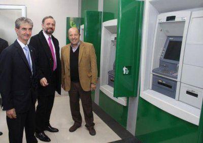 Paredi y Marangoni inauguraron nuevos cajeros del Banco Provincia en Coronel Vidal