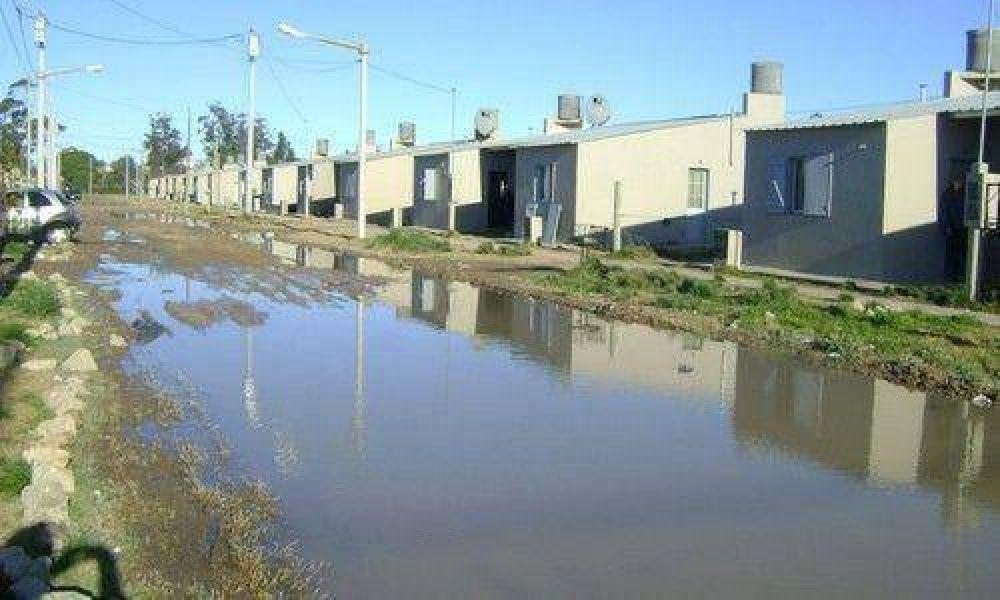 """Las calles están intransitables en el barrio """"El Faro"""" de Quequén."""