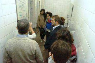 El Municipio acordó llevar adelante la refacción de los baños de la Escuela Comercial