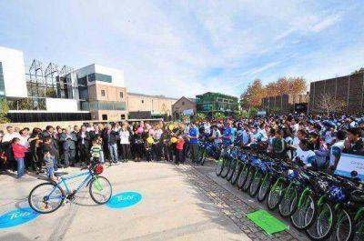 Poggi compartió una bicicleteada con 941 alumnos de 18 escuelas mercedinas