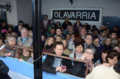 Una multitud recibió al nuevo tren en la estación