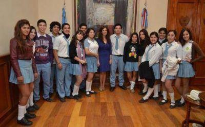 La Gobernadora recibió una delegación de alumnos de la Escuela de Comercio de Termas