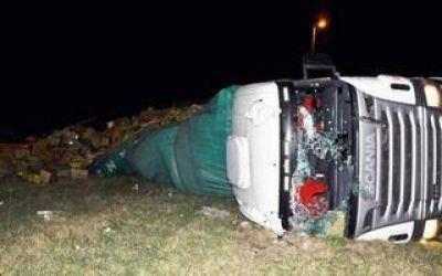 Delincuentes robaron un cami�n en Lima y volcaron en Campana