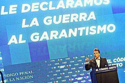 En medio de la fuga de dirigentes, Massa present� su proyecto de C�digo Penal