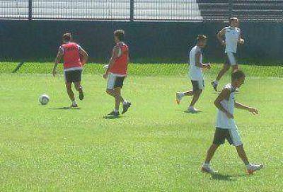 Quilmes, con un equipo diezmado, recibe al puntero San Lorenzo