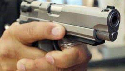 LANUS: DELINCUENTE FUE BALEADO POR DOS HERMANOS POLIC�AS QUE INTENTARON EVITAR UN ROBO A SU PADRE