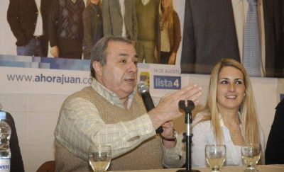 Un histórico peronista dejaría el massismo para retornar al FpV