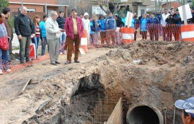 Gutiérrez recorrió la obra pluvial que evitará inundaciones en la IAPI