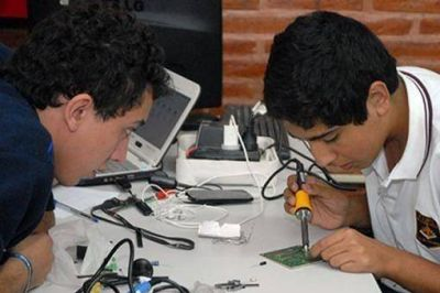 Alumnos de escuelas t�cnicas tucumanas dise�an un robot