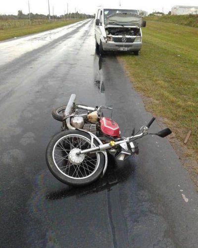 Chocó a un policía en moto, se bajó para auxiliarlo y lo embistió otro vehículo