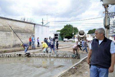 Avanza de la pavimentaci�n de calle Chacabuco en el barrio Pl�cido Mart�nez