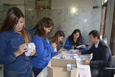 Se realizó la entrega de chequeras a estudiantes del SEM